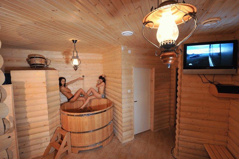 Двухэтажная баня из клееного бруса