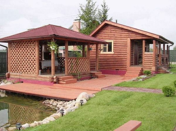Деревянные бани с беседкой под одной крышей