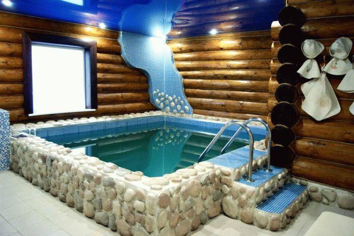 Баня с теплым бассейном