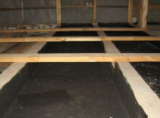 Черновой пол по деревянным балкам