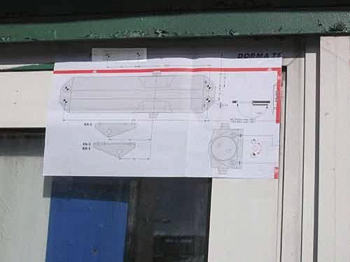 Пружинный доводчик двери - Строим баню или сауну