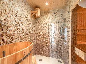 Укладка мозаики на стену